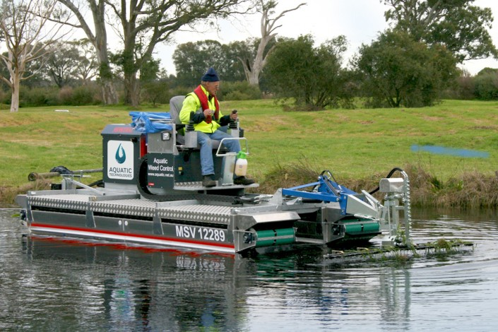 Mobitrac amphibious launching machine