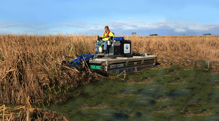 Mobitrac Harvesting with Aquatic Technologies